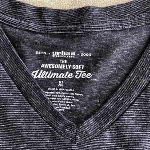 Men's Urban Pipeline V-neck shirt, size XL